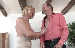 Plantureuse brune en lingerie noire se film porno allemand gratuit prend du sperme chaud sur ses seins