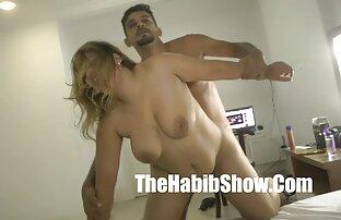 Hot blonde pulpeuse chevauchant la bite sex massage gratuit d'un homme marié