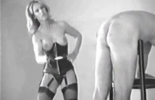 MILF britannique film porno avec lesbienne se masturbe