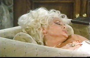 Trentenaire Lady film pornot gratuit Sonia donne une branlette chaude sur une table de massage
